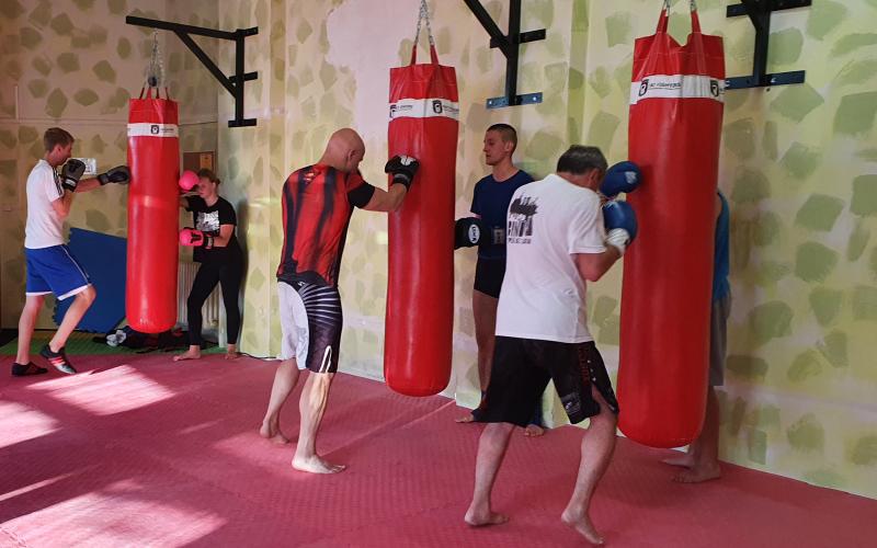 trénink s boxovacími pytli